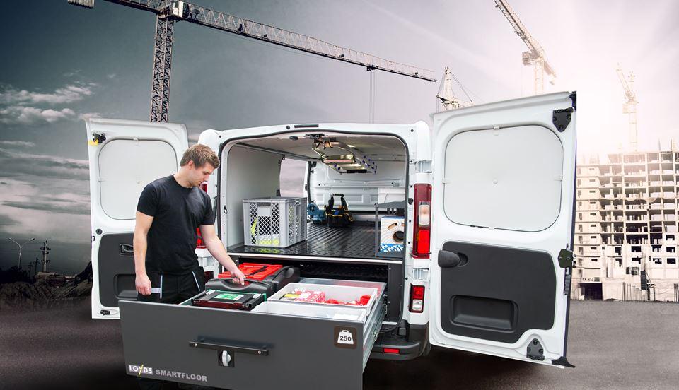 elektrikerbil-med-mann-og-kran-1